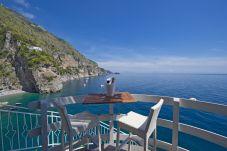 Studio a Praiano - Romantic Room - Incastonata nella Roccia, a picco sul mare