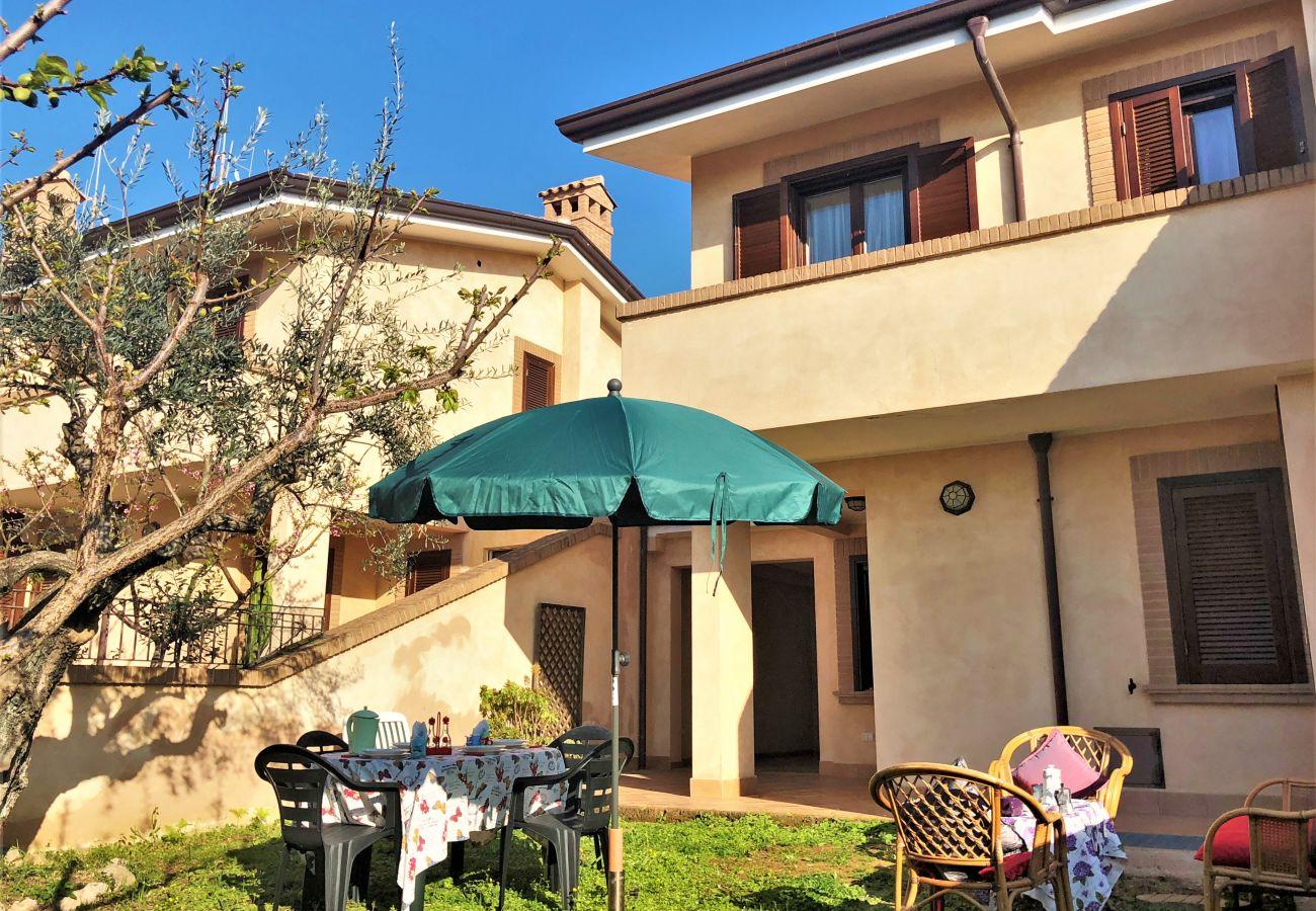 Villa a Sperlonga - Isuoi spazi, il suo giardino perfetti per una comoda vacanza