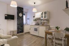 Appartamento a Roma - Margherita White Terrace, San Giovanni (near FAO)